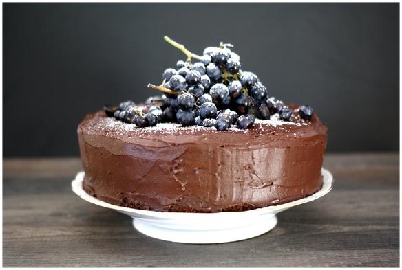 Schokolade-Nuss-Torte mit Traubengelee